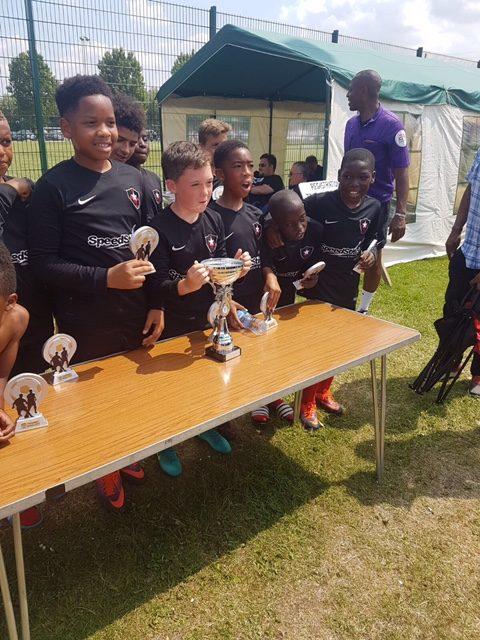 HDFC players receiving awards